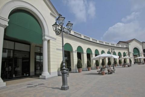 Geschäft Serravalle Italy